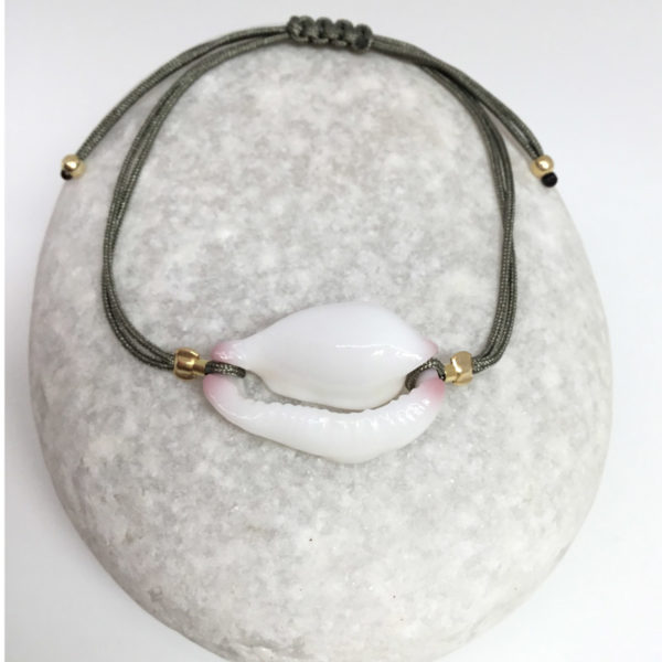 myshell-bracelets-white-cowrie